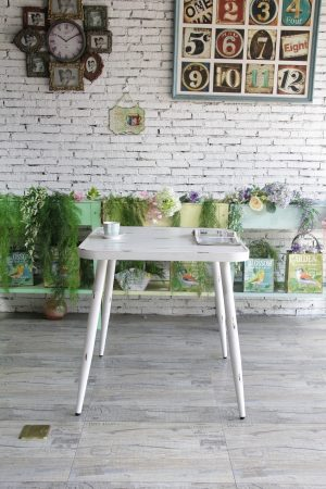 שולחן מרובע וינטג'
