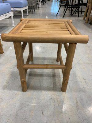 שולחן במבוק קטן